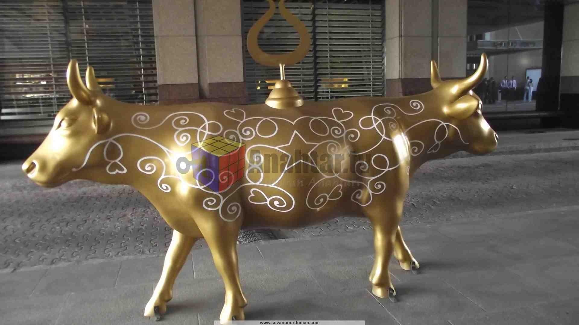 İş Bankası Levent Şubesi Altın Buzağı Fotoğraf: Sevan Onur Duman